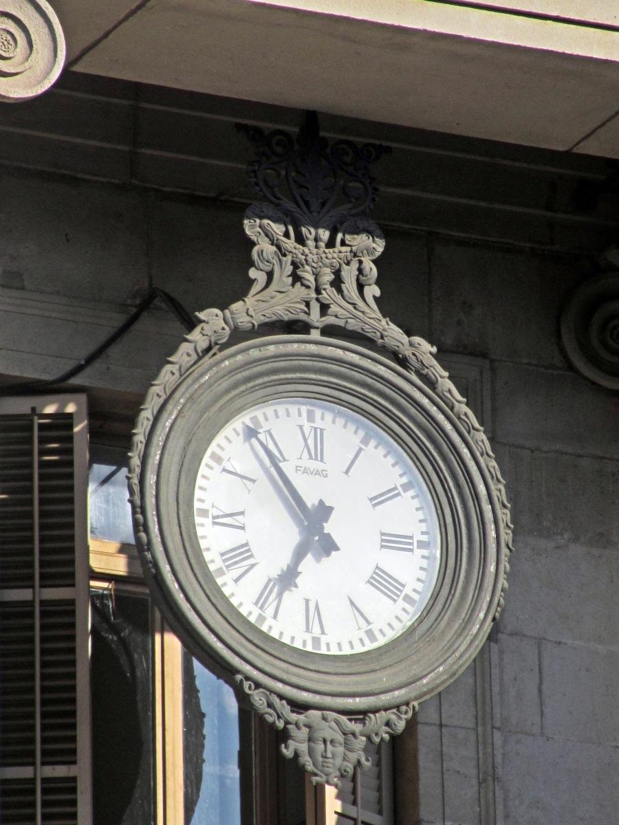 El reloj que sustituy las campanadas de la puerta del sol for El reloj de la puerta del sol